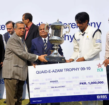 Mohammad Sami receives QEA Trophy from Chief Guest Wazir Ali Khoja