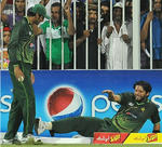 Shahid Afridi hurt his leg diving in the outfield