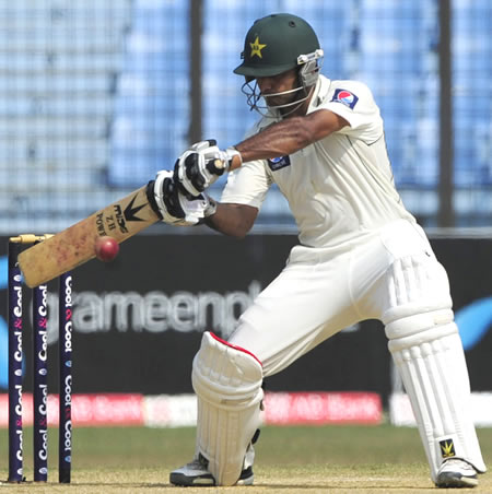 Mohammad Hafeez cuts through the off side