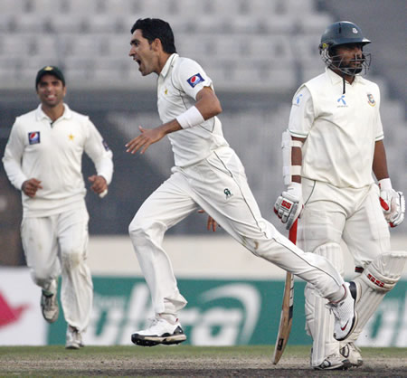 Umar Gul is pumped up after dismissing Shahriar Nafees