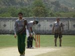 Dav Whatmore observes Junaid's bowling, Pakistan, Abbotabad training camp 2013